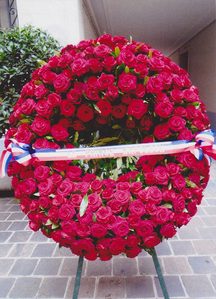 Deuil - couronne roses rouges